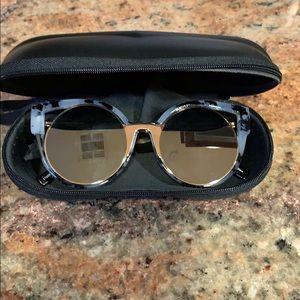 Dasein Mirrored Cute Sunglasses!